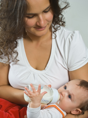 Can A Breastfeeding Mom Drink Baby Formula